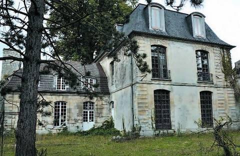Во Франции за $1,7 млн. продается особняк с призраками и студией звукозаписи