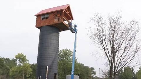 Дедушка построил для внучки дом наверху 15-метровой башни
